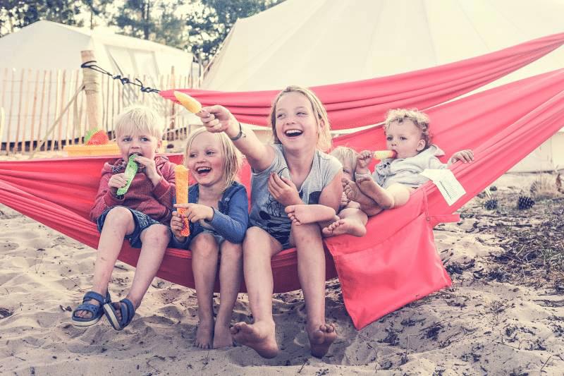 familiecamp-debredeplanker-børn-surfcamp-frankrig-lærsurf-surfing-is-hængekøje