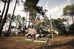 familiecamp-debredeplanker-børn-surfcamp-frankrig-lærsurf-surfing-yoga-ferie
